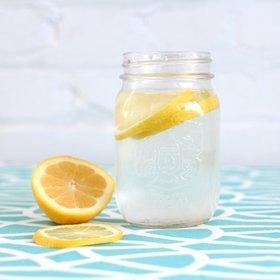 29 předností pití vody s citronem