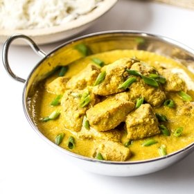 Chicken korma with raisins