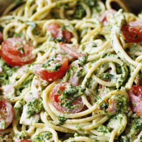 Pasta with spinach, olives and pine nuts